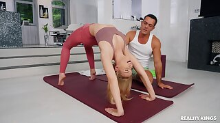 Flexible yoga babe Lulu Love gets licked and fucked by her trainer