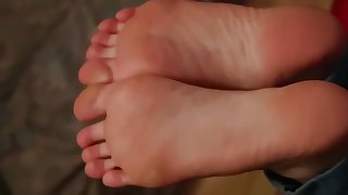 An 18 Year-Old With Dream Toes Footjob Full Video