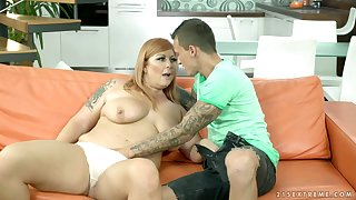 Some good fingering turns on busty hoe Tammy Jean and she gives BJ